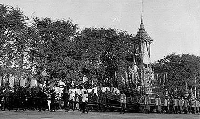 1925 Procession images of the funeral tamboon of King Rama 6 02.jpg