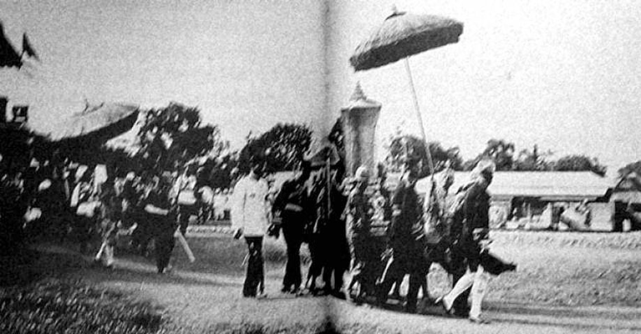 1925 Procession images of the funeral tamboon of King Rama 6 04.jpg