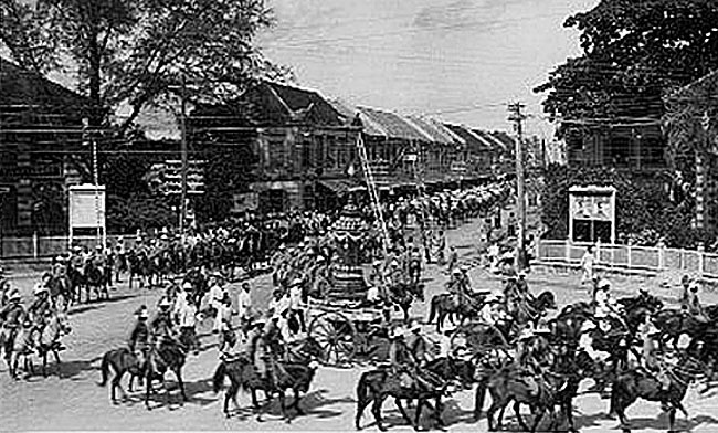 1925 Procession images of the funeral tamboon of King Rama 6 05.jpg