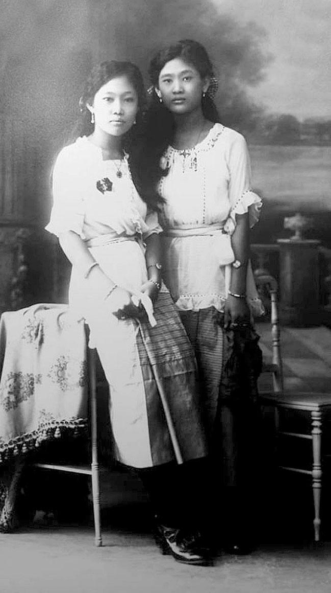 1925 Two [of many] granddaughters of King Chulalongkorn.jpg