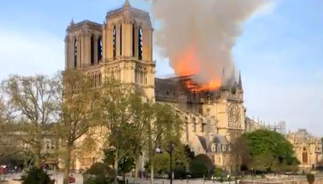 Notre Dame on Fire 190415 01.jpg