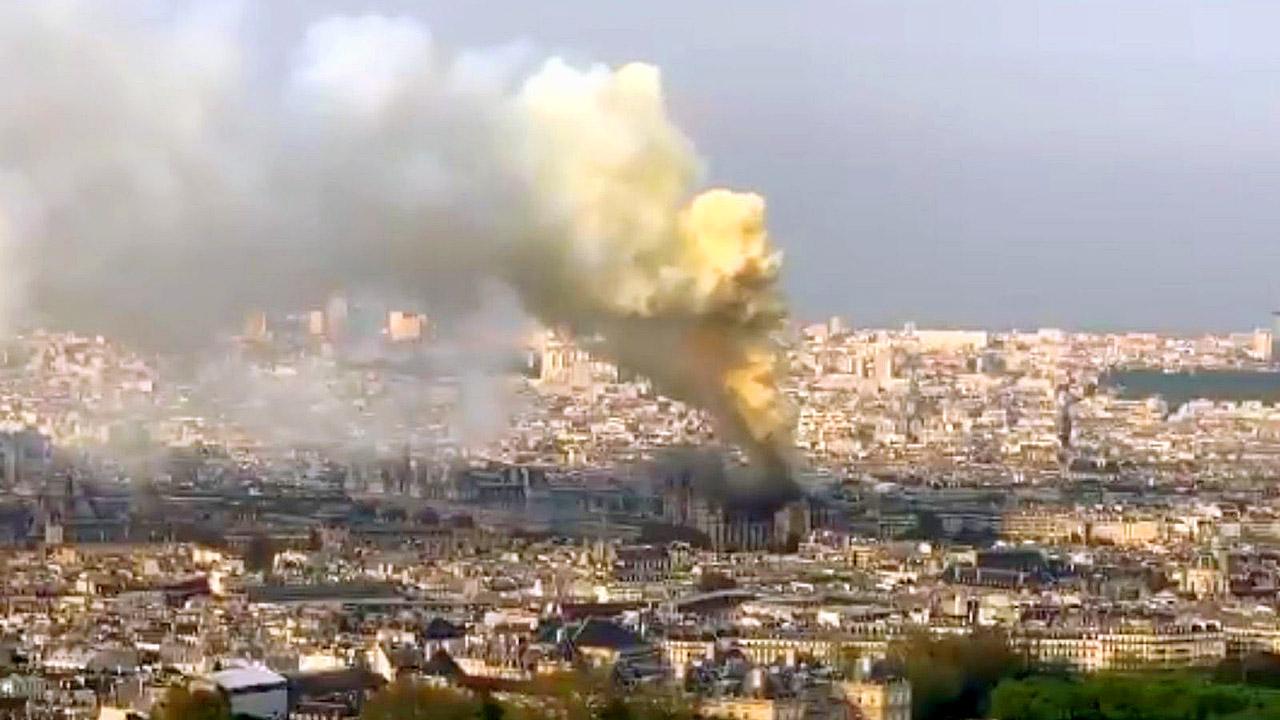 Notre Dame on Fire 190415 02.jpg