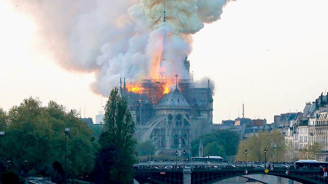 Notre Dame on Fire 190415 03.jpg