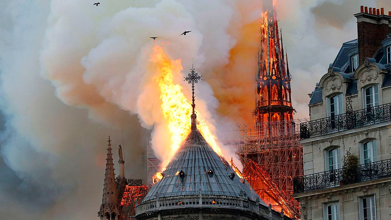 Notre Dame on Fire 190415 04.jpg