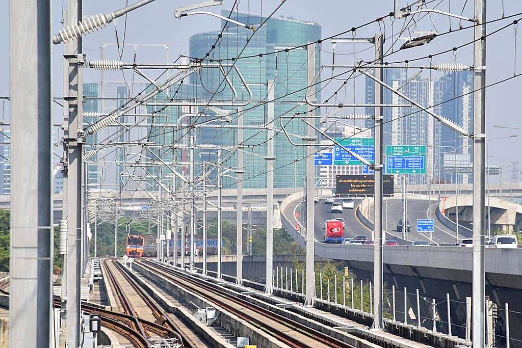 Trains via Elevated 02.jpg