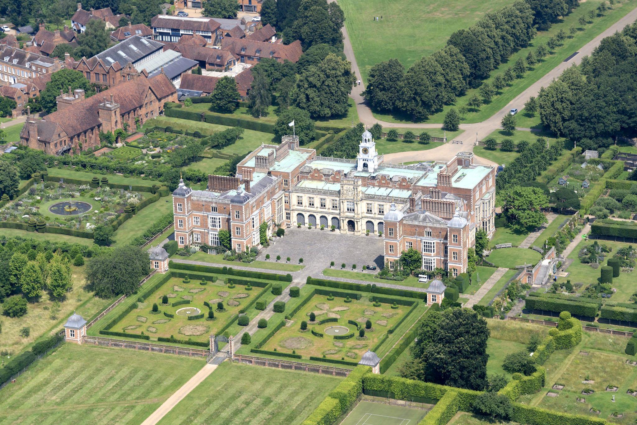 Hatfield House aerial image, Hertfordshire by John Fielding.jpg