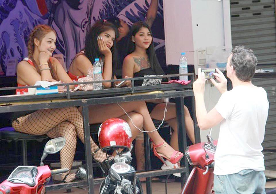 Thailand-'dark-red-zones-business-lockdown.jpg