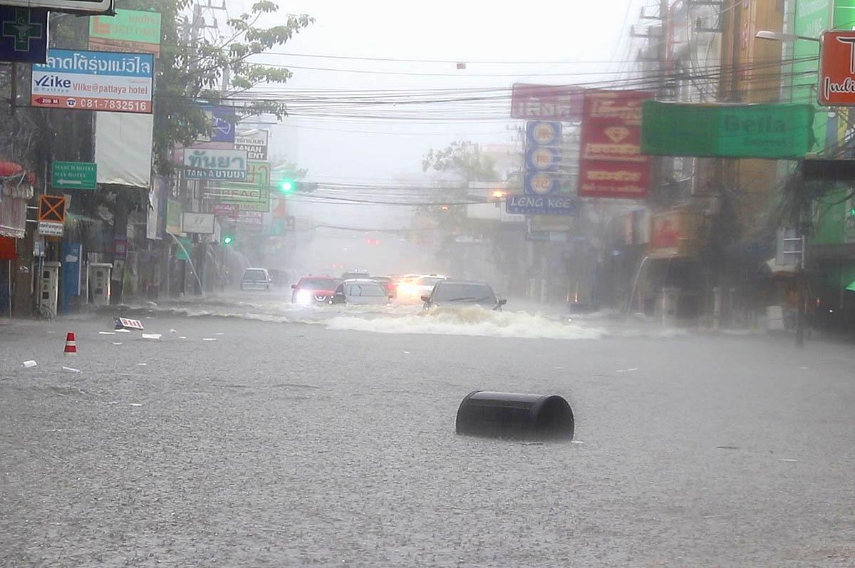 Pattaya Rain 210827 01.jpg