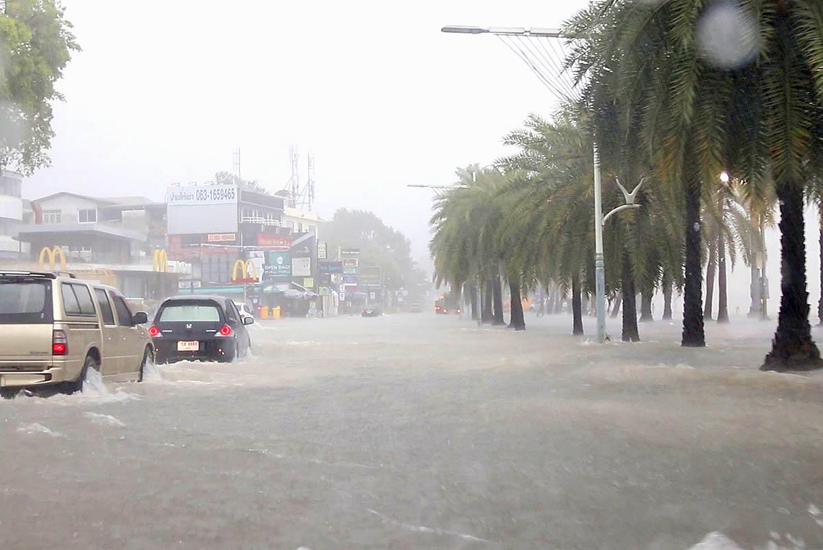 Pattaya Rain 210827 02.jpg