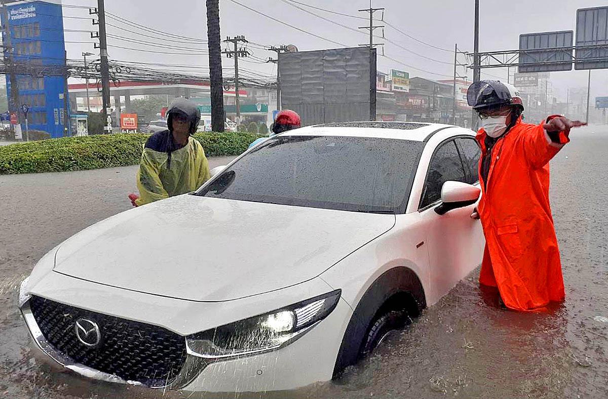 Pattaya Rain 210827 03.jpg
