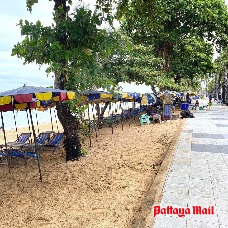 Ghost-city-Pattaya-loses-some-of-its-chains 2.jpg