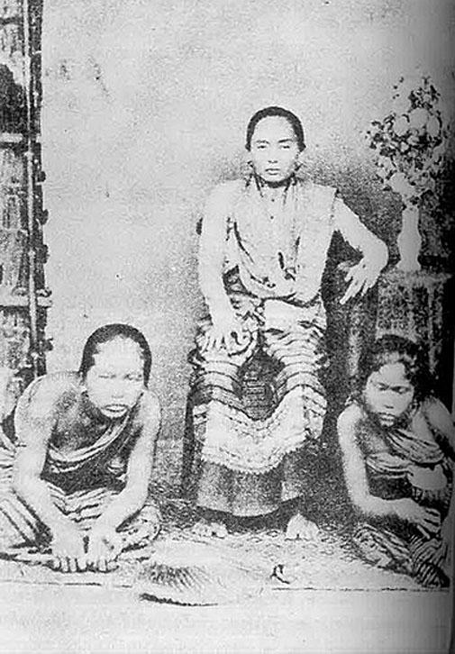 1901 Chiang Mai [Lanna Noble Mistress and Servants].jpg