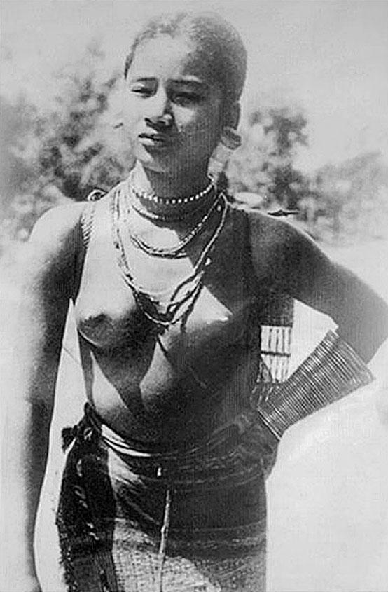 1910 Local Chiang Rai tribal girl.jpg