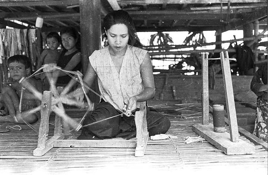 1950 Winding thread in rural Sisaket.jpg
