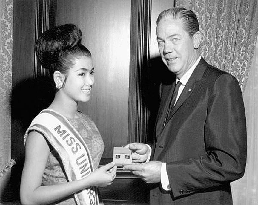 1965 Miss Universe Apasra Hongsakula of Thailand.jpg