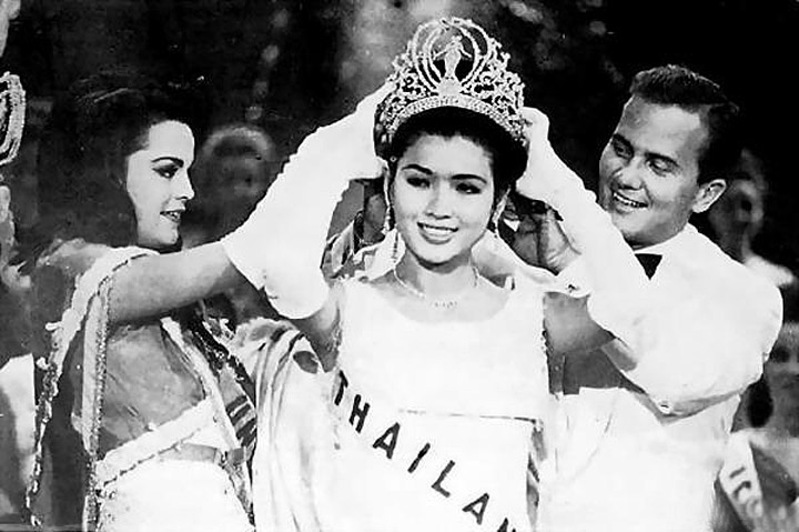 1965 Miss Universe, Apasra Hongsakula.jpg