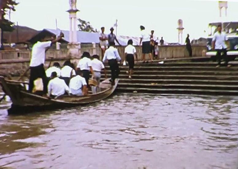 1965 Students disembarking at Chaloem Sawan 58 Bridge.jpg