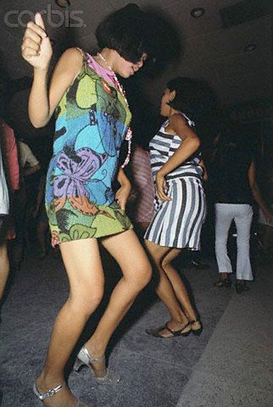 1968 Bar girls Bangkok.jpg