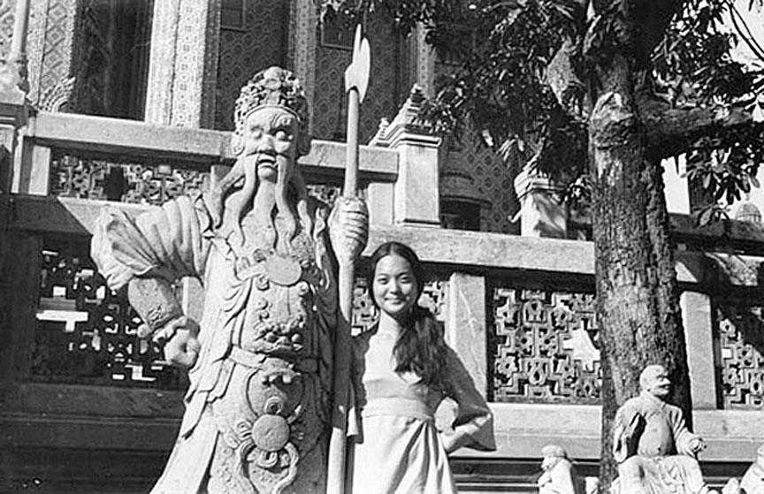 1969 lovely at Wat Prakeo.jpg