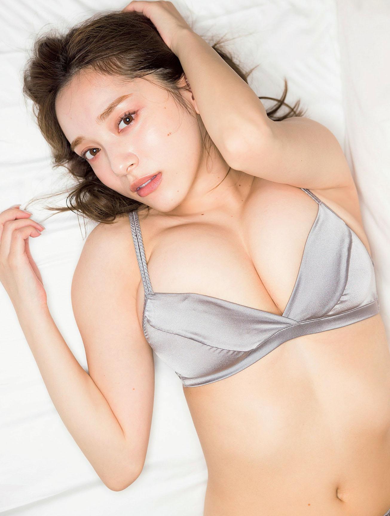 Sayaka Tomaru Flash 210921 08.jpg