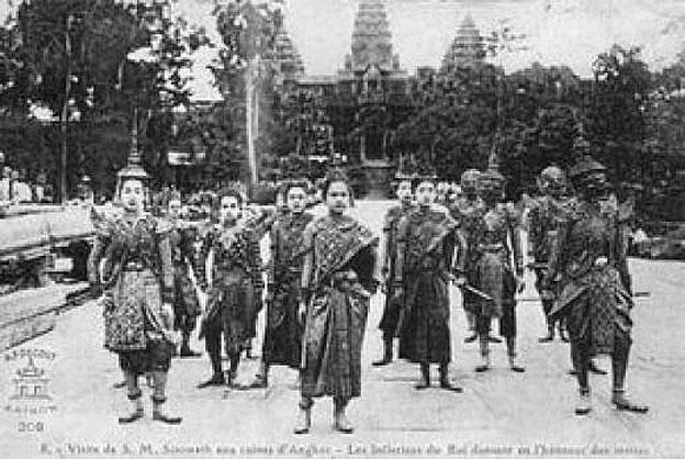 1930 Siamese performers.jpg