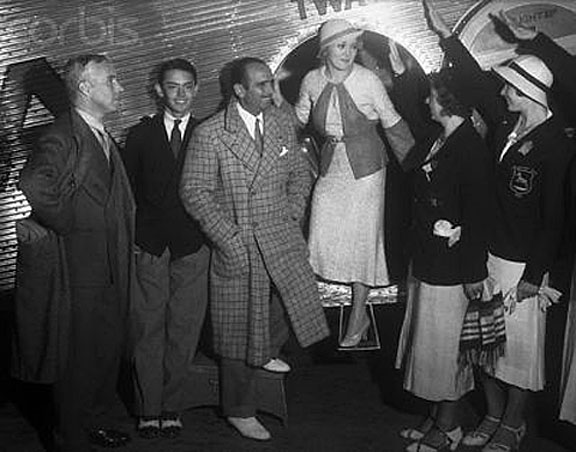 1932 Mingling with the Hoy Paloy.jpg