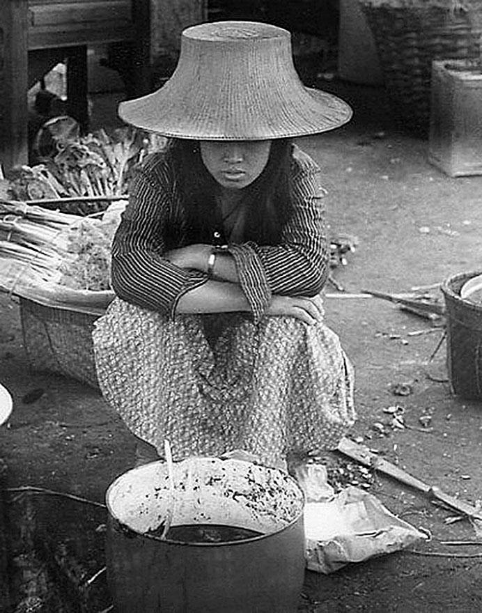 1973 Blah Rah vendor, Korat market.jpg
