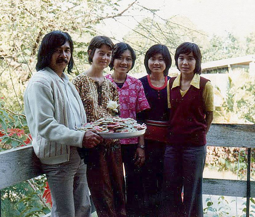 1974 Chiang Mai University students and Farang Art Professor.jpg