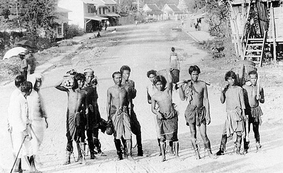 Early 20th Century Prisoners & 'Community Service'.jpg