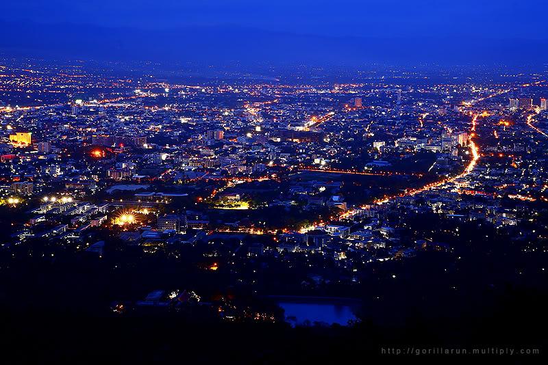 Chiang Mai at Night 02.jpg