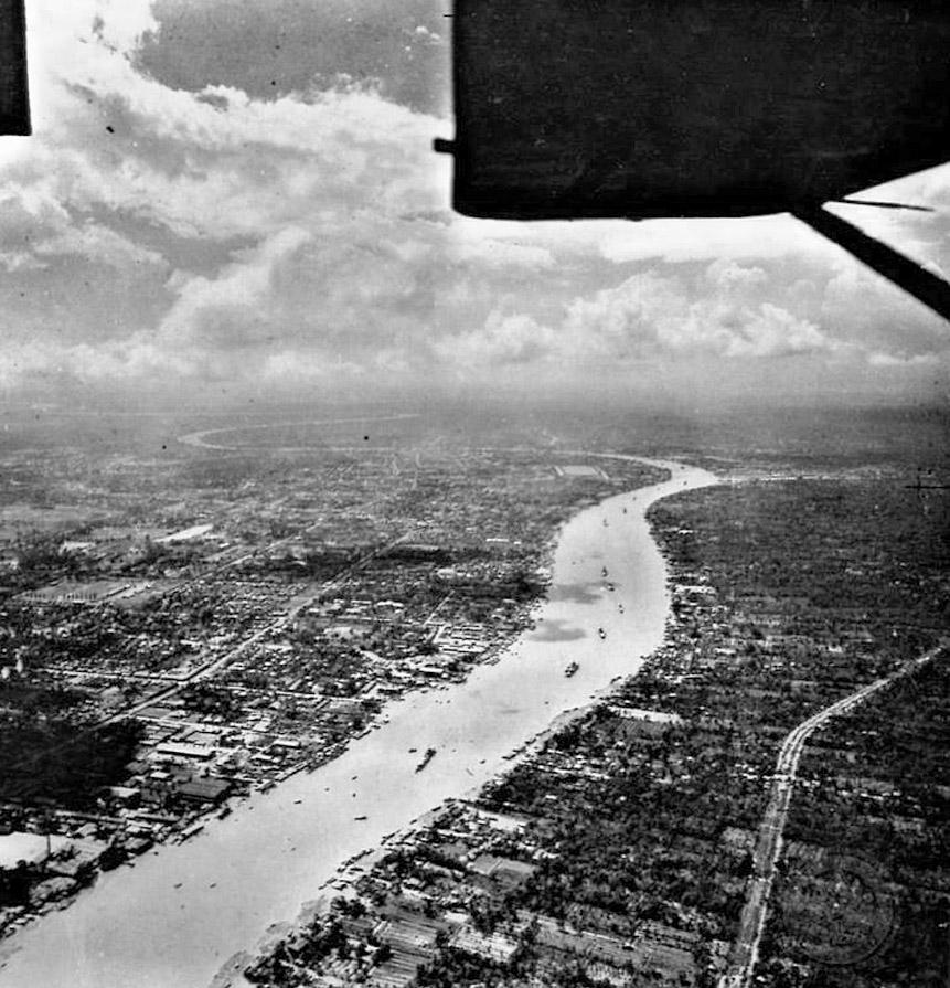 1947 Panoramic aerial of Bangkok.jpg
