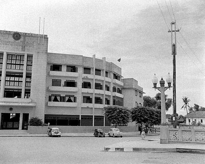 1948 The Rattanakosin Hotel at Saphan Phanphiphub Leela.jpg