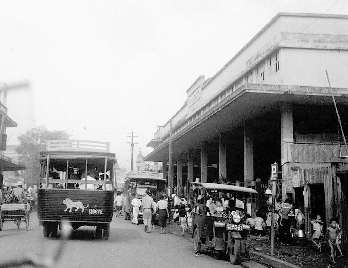 1949 Busy fish market neighborhood, Sathorn area.jpg