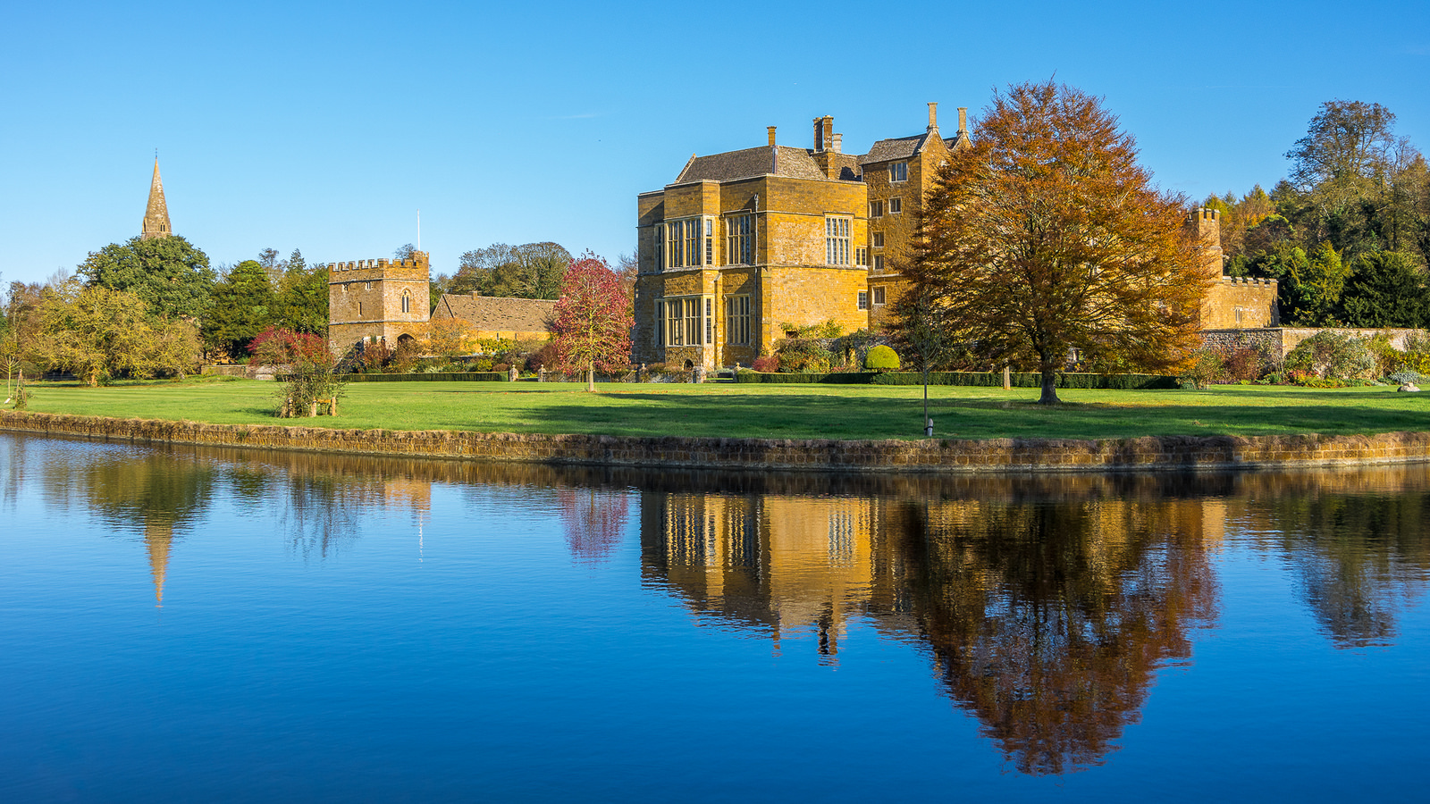 Broughton Castle, Oxfordshire by Ken Barley.jpg