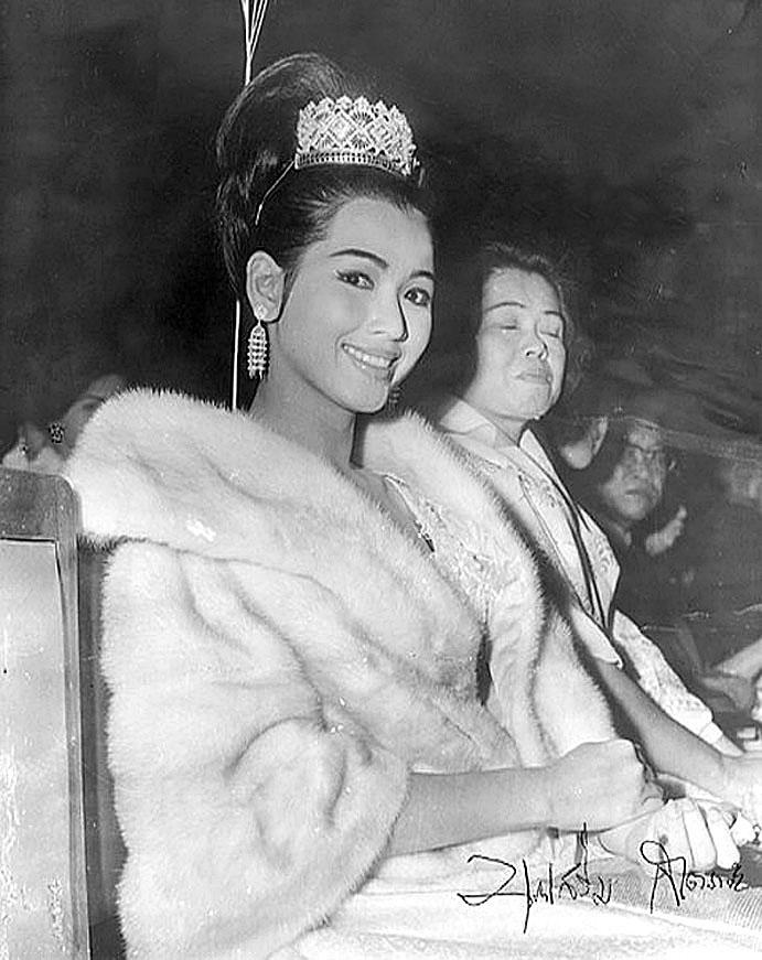 1965 Miss Universe Apasra Hongsaula.jpg