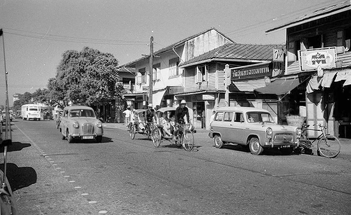 1968 Along Lan Luang Road, fronting Wat Sitaram.jpg
