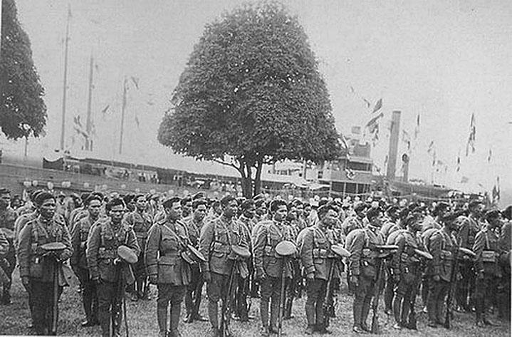 1917 Siamese Volunteers {WW1} at departure ceremony - Feb. 1917.jpg