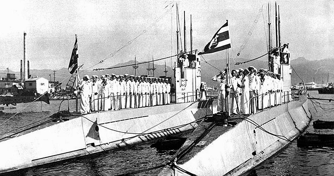 1937 Delivery ceremony of HTMS Machanu & Virun in Kobe harbour.jpg