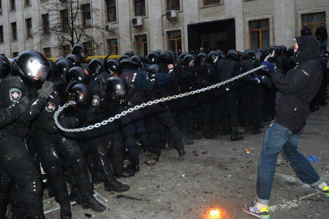 779764-centaine-policiers-ukrainiens-ete-blesses