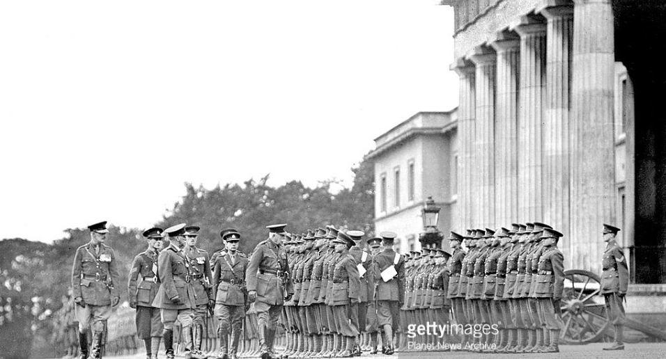 Герцог Коннаутский (покровитель Инголла и шеф его полка) инспектирует Сандхерст, 1930г.