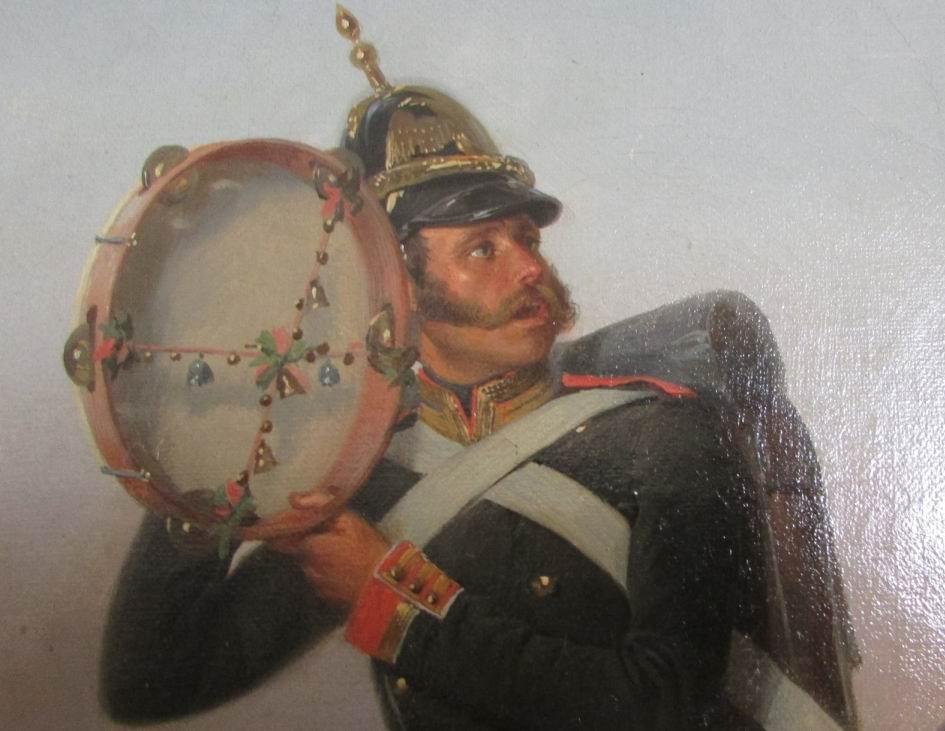 Унтер-офицер с бубном отбивает такт песни, чтобы рота шла в ногу.