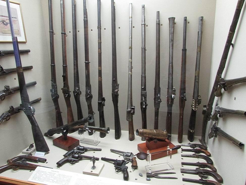 Первый этаж посвящен коллекциям оружия.