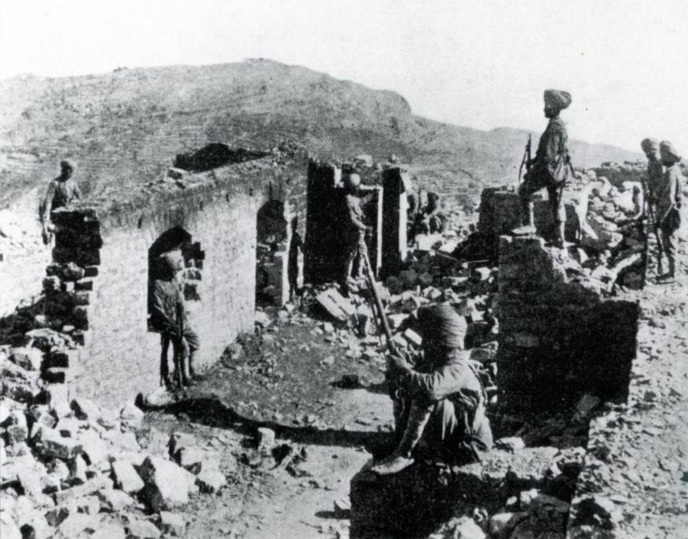 Развалины Сарагархи. Главный вход и вид на Локхарт позади.