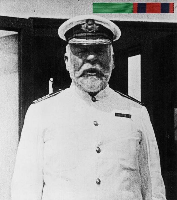 Капитан Смит с планками.