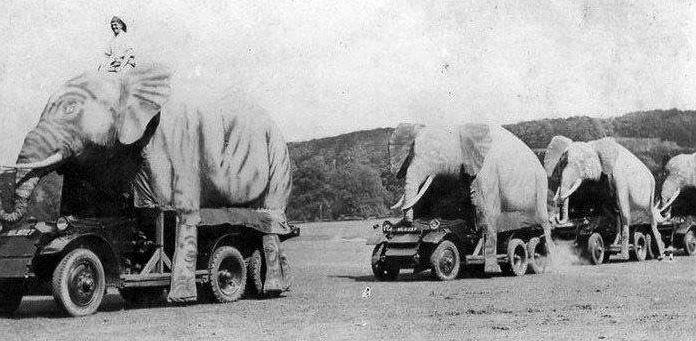 """""""Ланчестеры"""" 12го Королевского уланского полка, военная база Тидворт, Уилтшир, конец 1930х гг."""