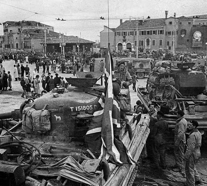 Площадь Пиаццале Рома, Венеция, 1945г.