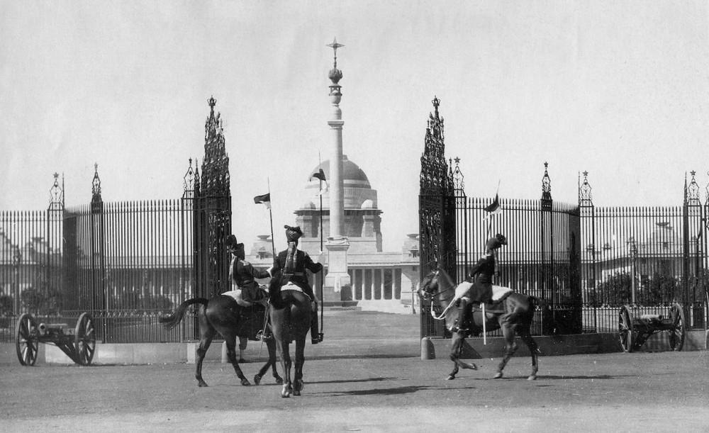 Смена караула у Дворца вице-короля в Нью-Дели.