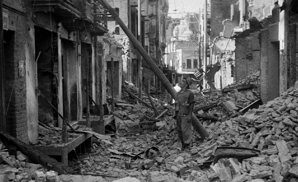 Разгромленные магазины в Лахоре, август 1947г.