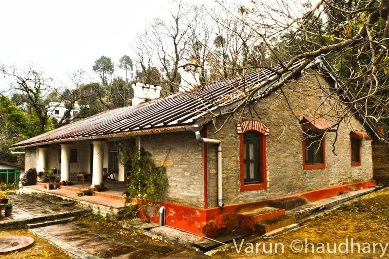 """Дак-бунгало - государственная придорожная гостиница, мотель, """"караван-сарай"""" в Британской Индии."""