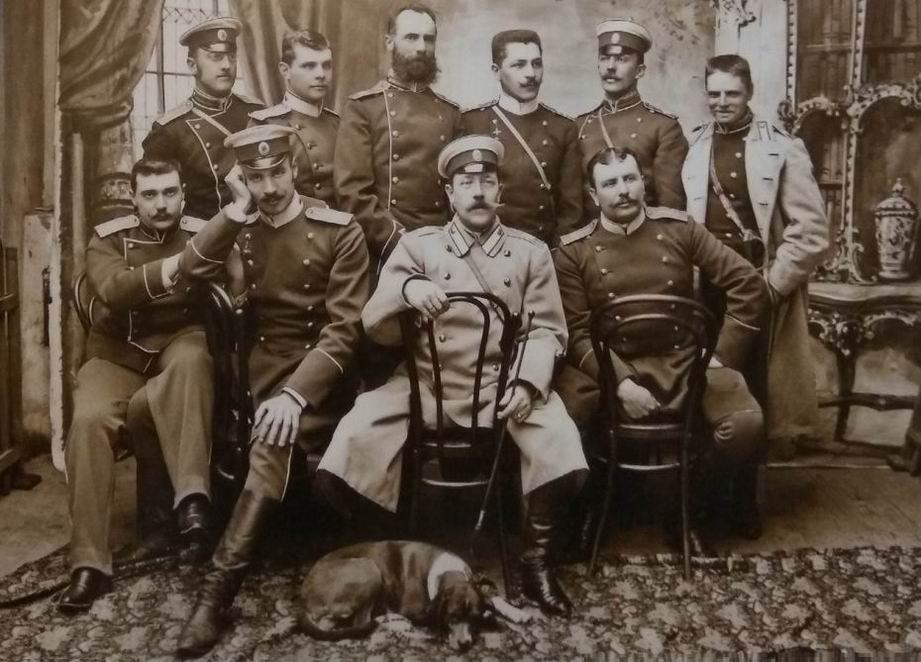 39й драгунский Нарвский полк, 1897-1900гг. Видны пальто, мундиры обр.1897г. и сюртуки.